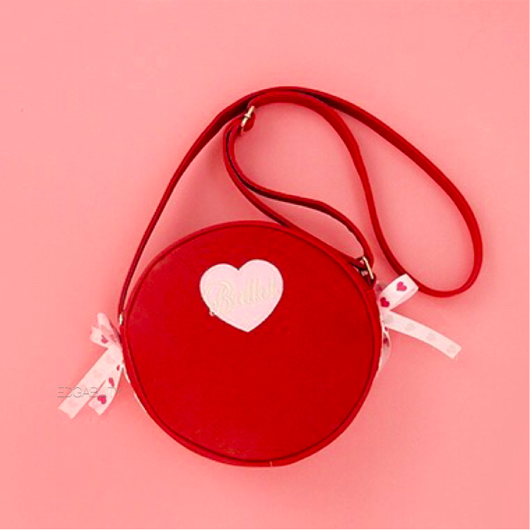 red round bag with heart front view edgability