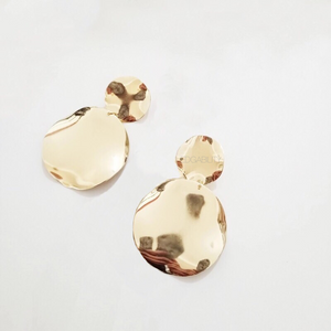 curved metallic gold earrings edgability top view