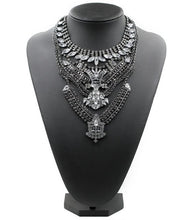 statement necklace black necklace edgability model view