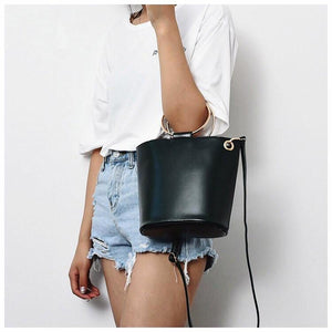 black bag bucket bag with ring handle edgability model view