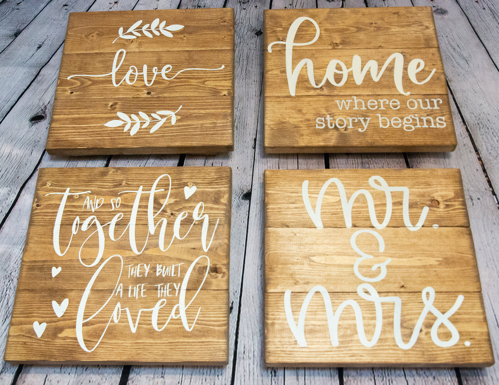 WOODEN SIGN SET