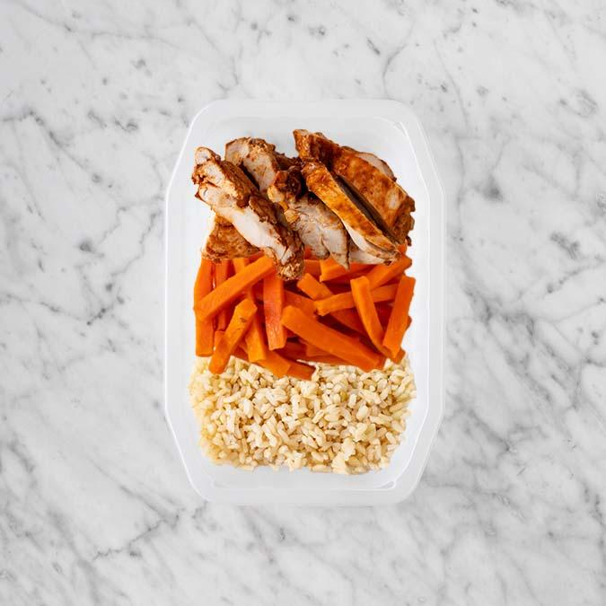 100g Chipotle Chicken Thigh 100g Honey Baked Carrots 50g Brown Rice