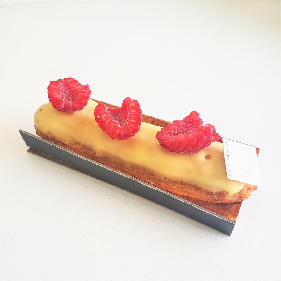 Eclairs are the best cakes for a walk outside during summer!