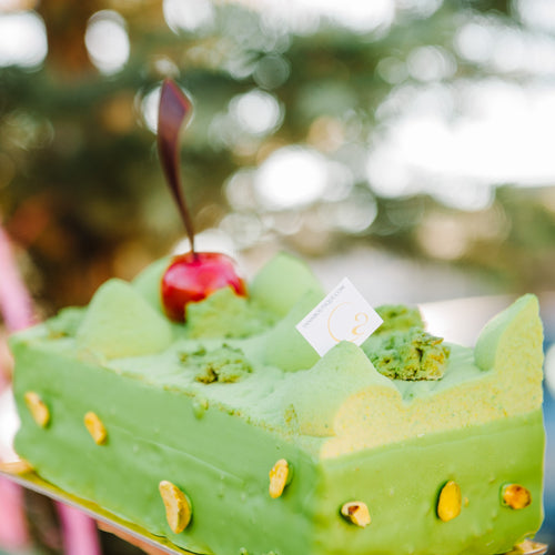 Pistachio delight for this magical holiday cake!