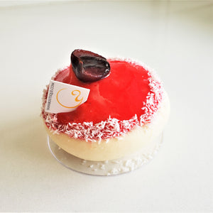 Little cakes for big occasions! Red velvet pavlova at Yann Haute Patisserie
