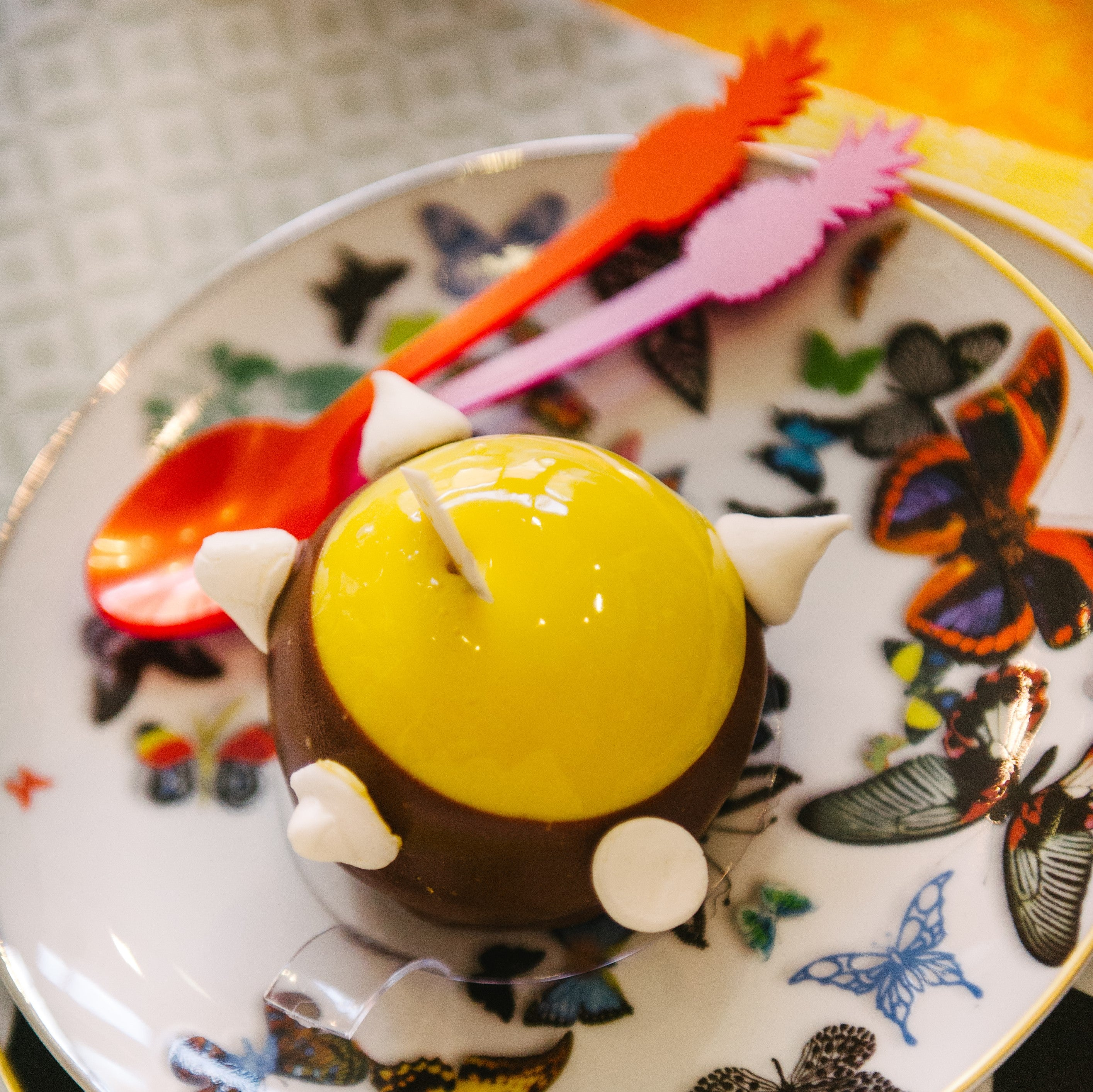 Kalamasi lime & lemon cremeux, Valhrona white chocolate ganache & Speculous spiced cake. Nut fr