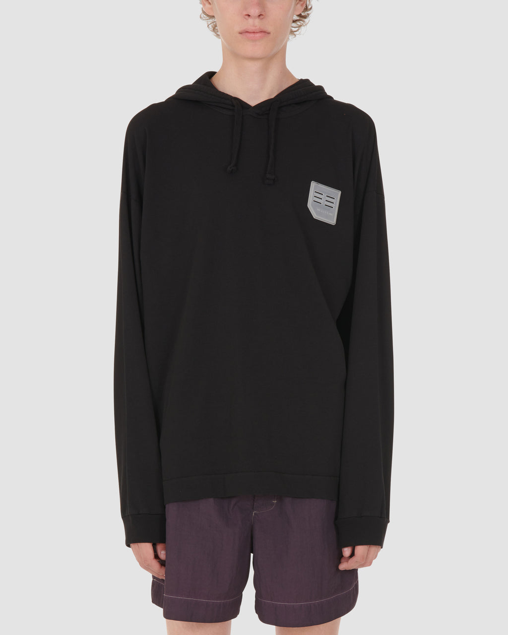 HOODED TEE W/RUBBER PATCH AND PRINT