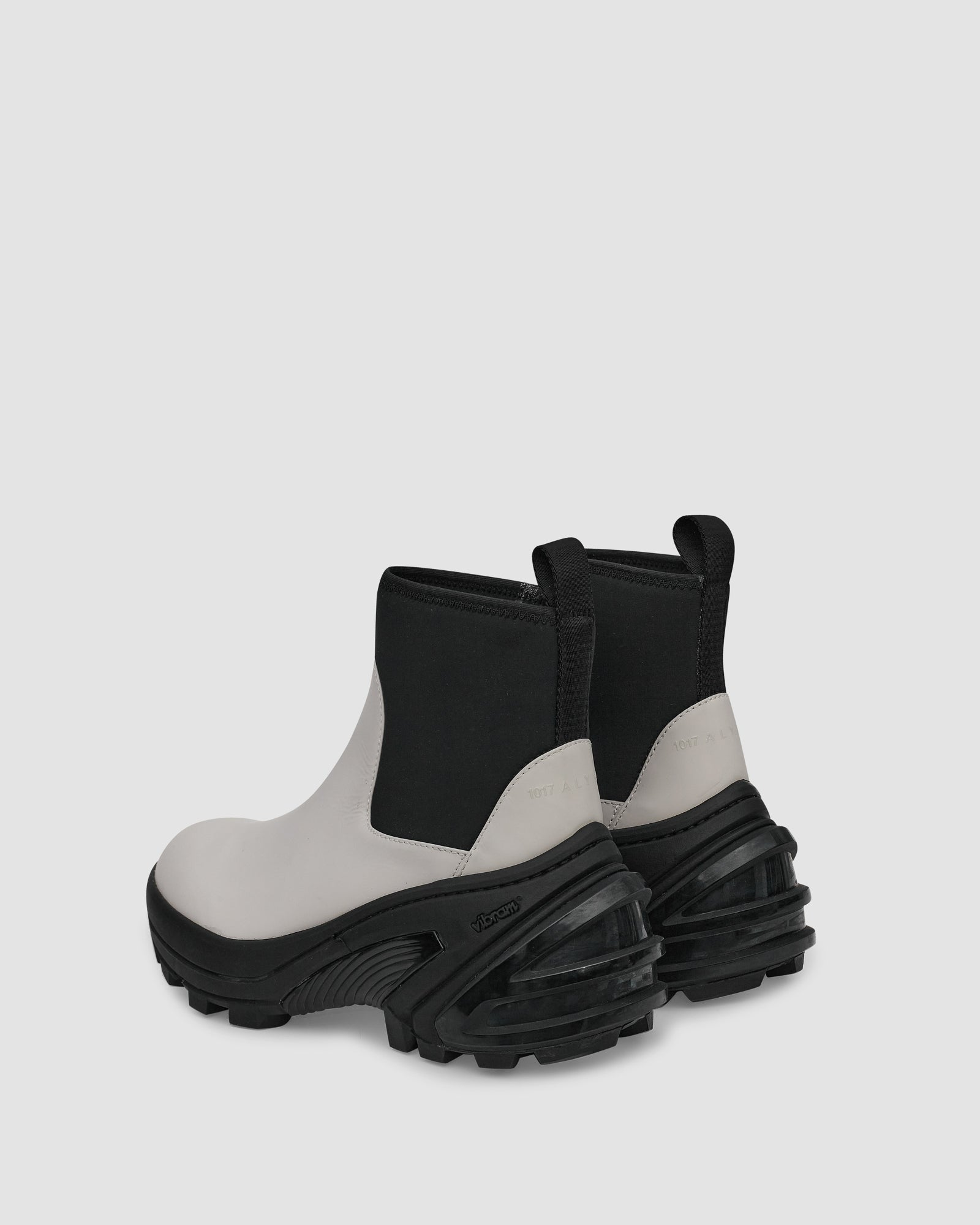 MID BOOT WITH VIBRAM SOLE