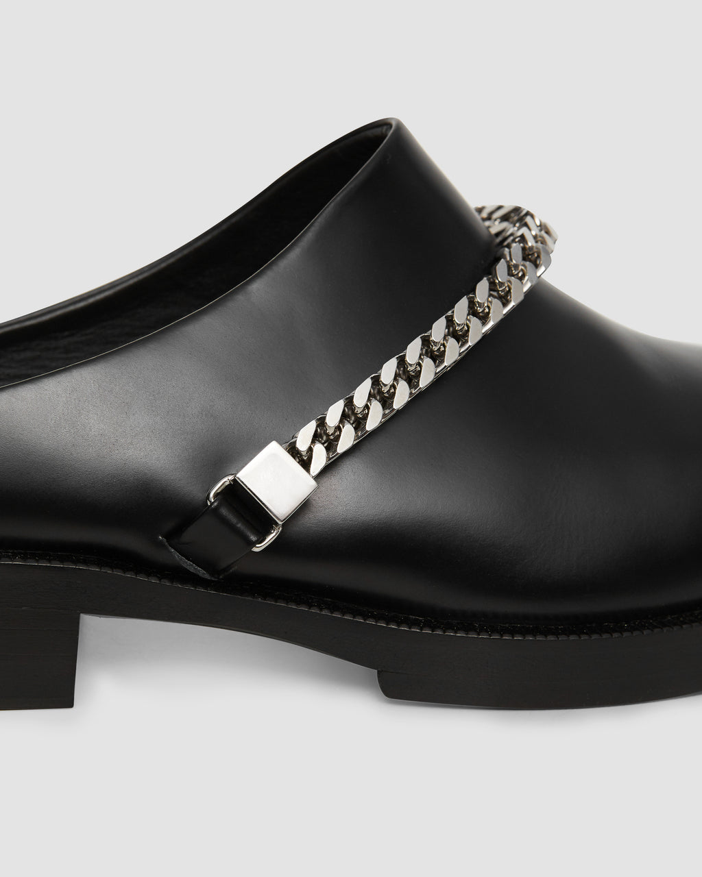 FORMAL CLOG W CHAIN