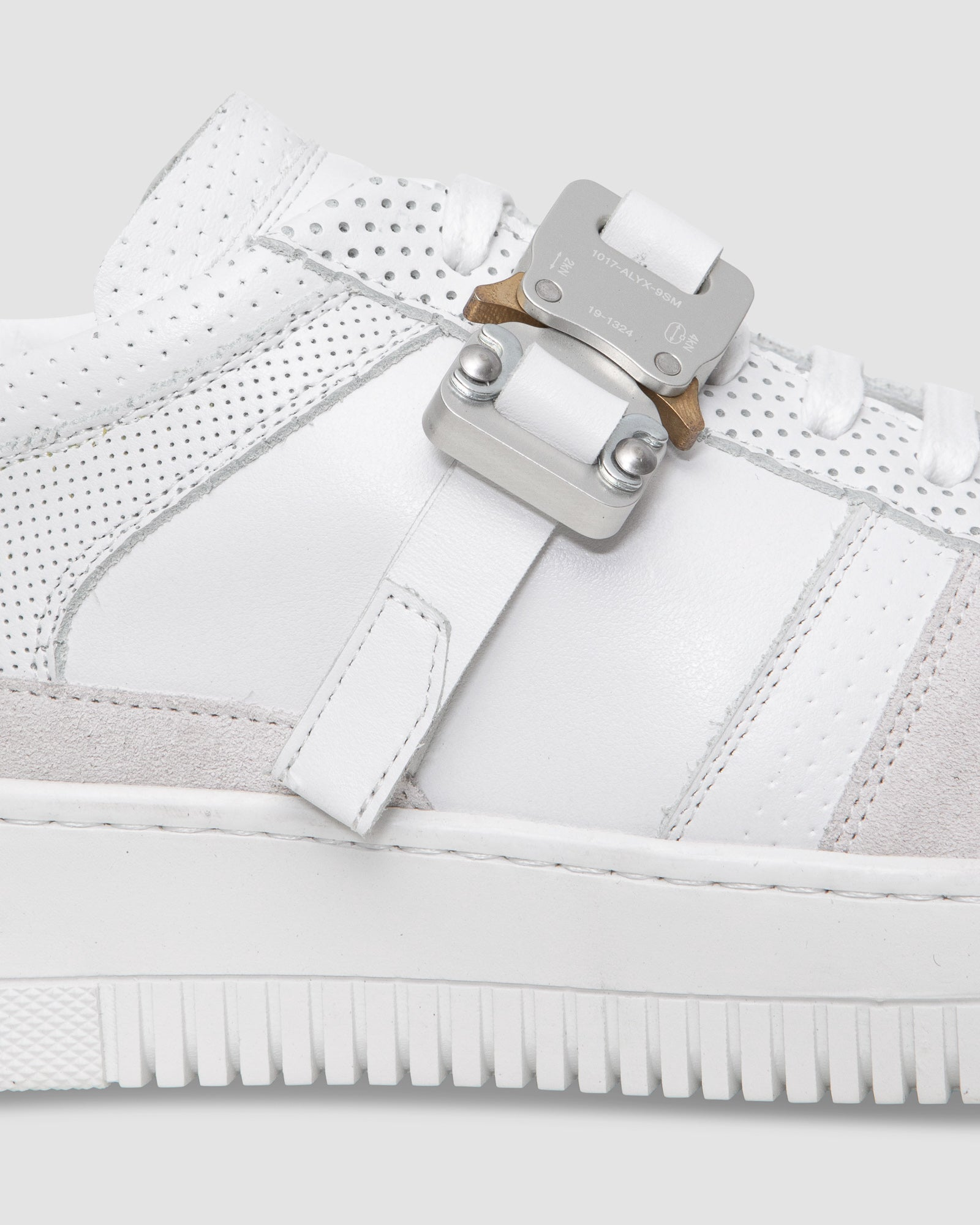 LEATHER BUCKLE LOW TRAINER