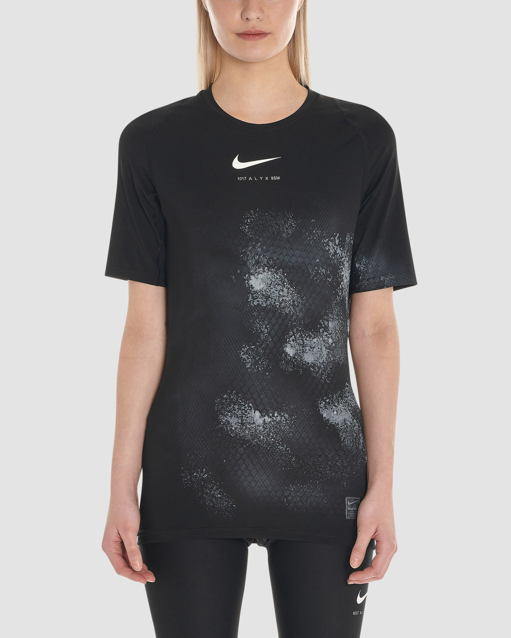 NIKE SS TEE WITH TREATMENT