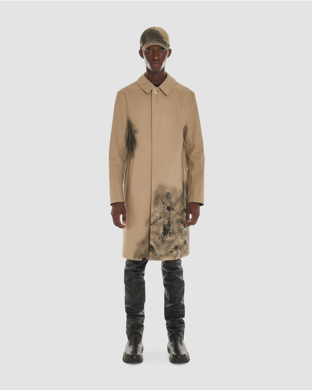 MACKINTOSH COAT WITH EYELET AND CAMO TREATMENT