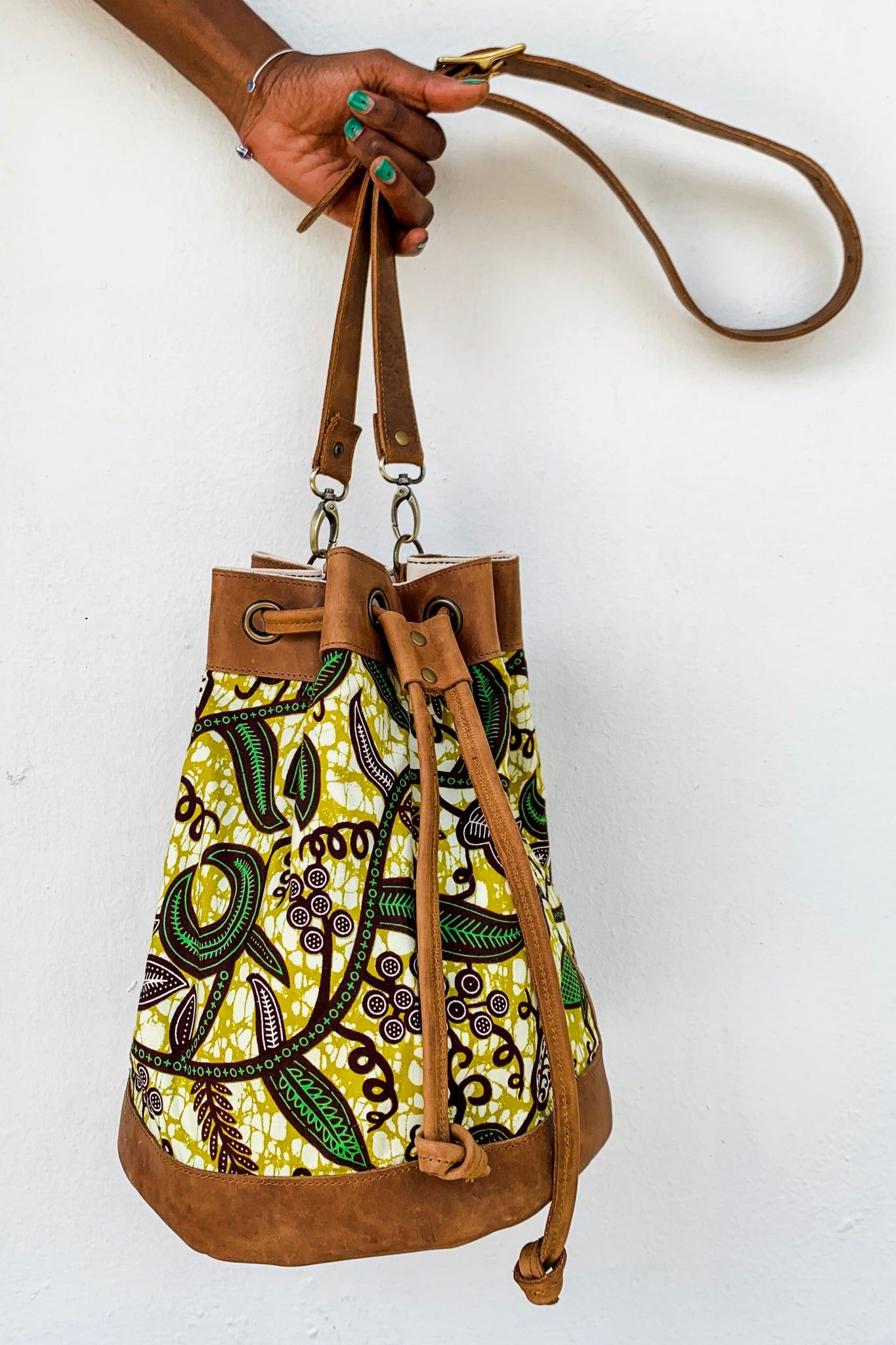Bepu Green Leaf trail Bucket bag