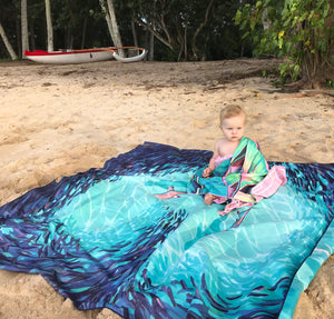 Fall in love with the Teamwork Surfer Towel Blanket! Designed in Hawaii, quick drying, and the perfect present!