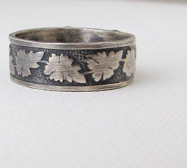 Sillver oak leaf mens wedding band