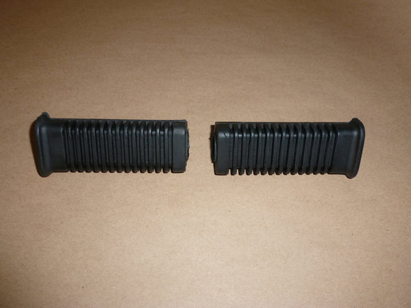 Triumph late 750 T140 RIDER Footrest Rubber SET PAIR peg 83-7256 83-7259