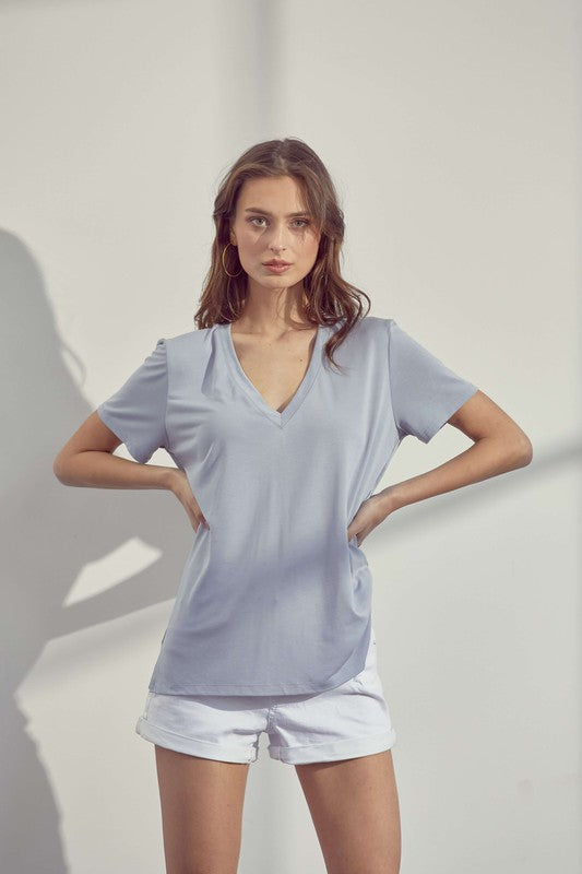 T13572B-I  Relaxed Split Hem V-Neck Top- Light Blue - Bleu Chic Boutique