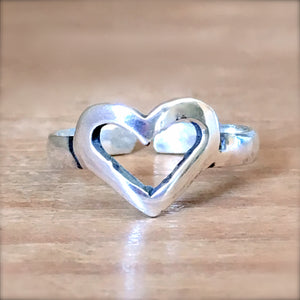 Heart Silhouette Midi Ring