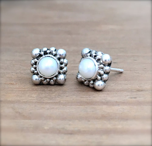 Laura Pearl Earrings
