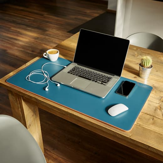 Mouse pad with laptop