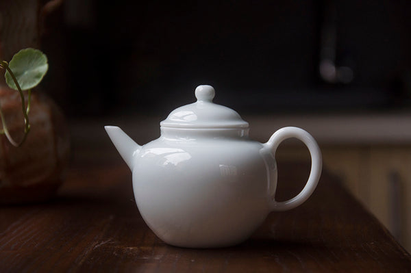 Cannon Mouth Teapot  | Handmade Porcelain Tea Pot