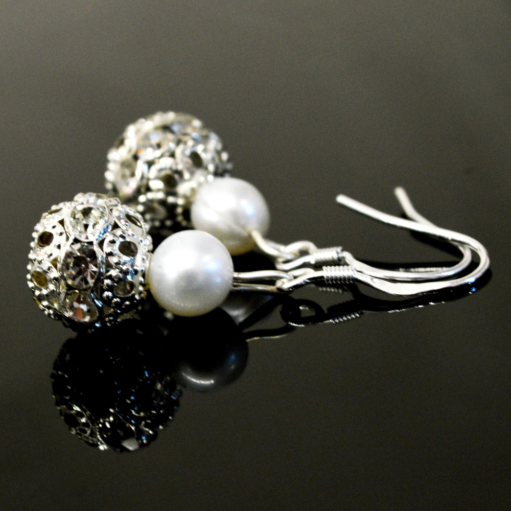 Judy Pearl Earrings - Lucas Gadgets