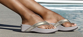 Vionic High Tide Sandals in Pewter being worn by a swimming pool