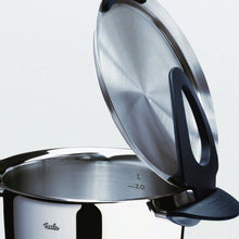 Load image into Gallery viewer, Hooking and tilting a Fissler Intensa lid on the handle of the pot