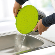 Load image into Gallery viewer, uisng EMSA Smart Kitchen Splash Protection device as a strainer