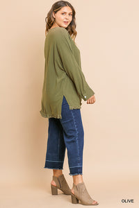Long sleeve v-neck top with frayed hem - CURVY