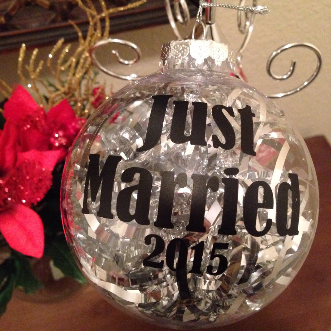 CHRISTMAS Ornament JUST MARRIED, Christmas Tree, Bride And Groom Wedding Gift Present