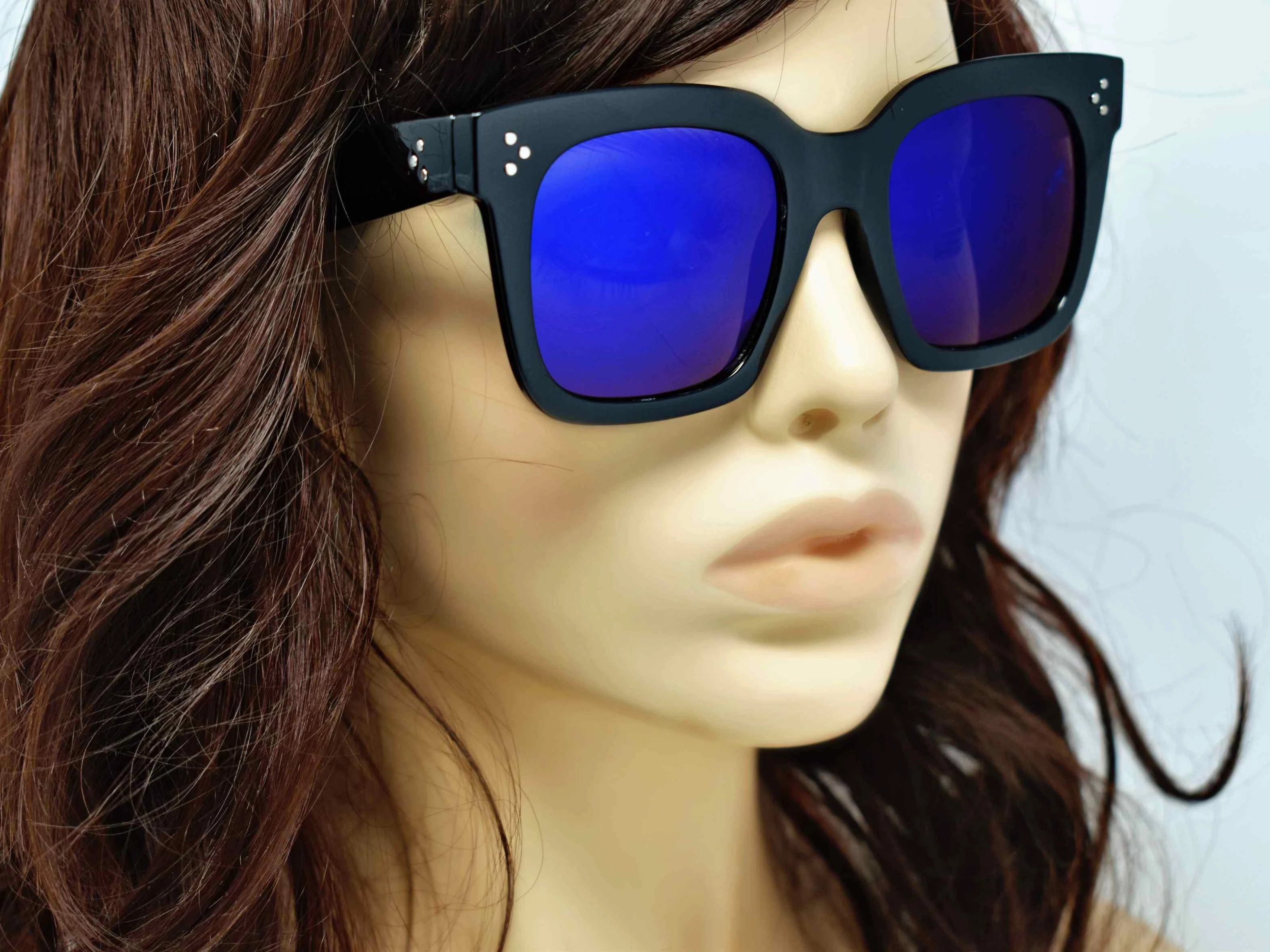 Cool and Classic you can always depend on our Amaranth Black framed sunglasses with a two toned blue mirrored lens in a wayfarer shape.