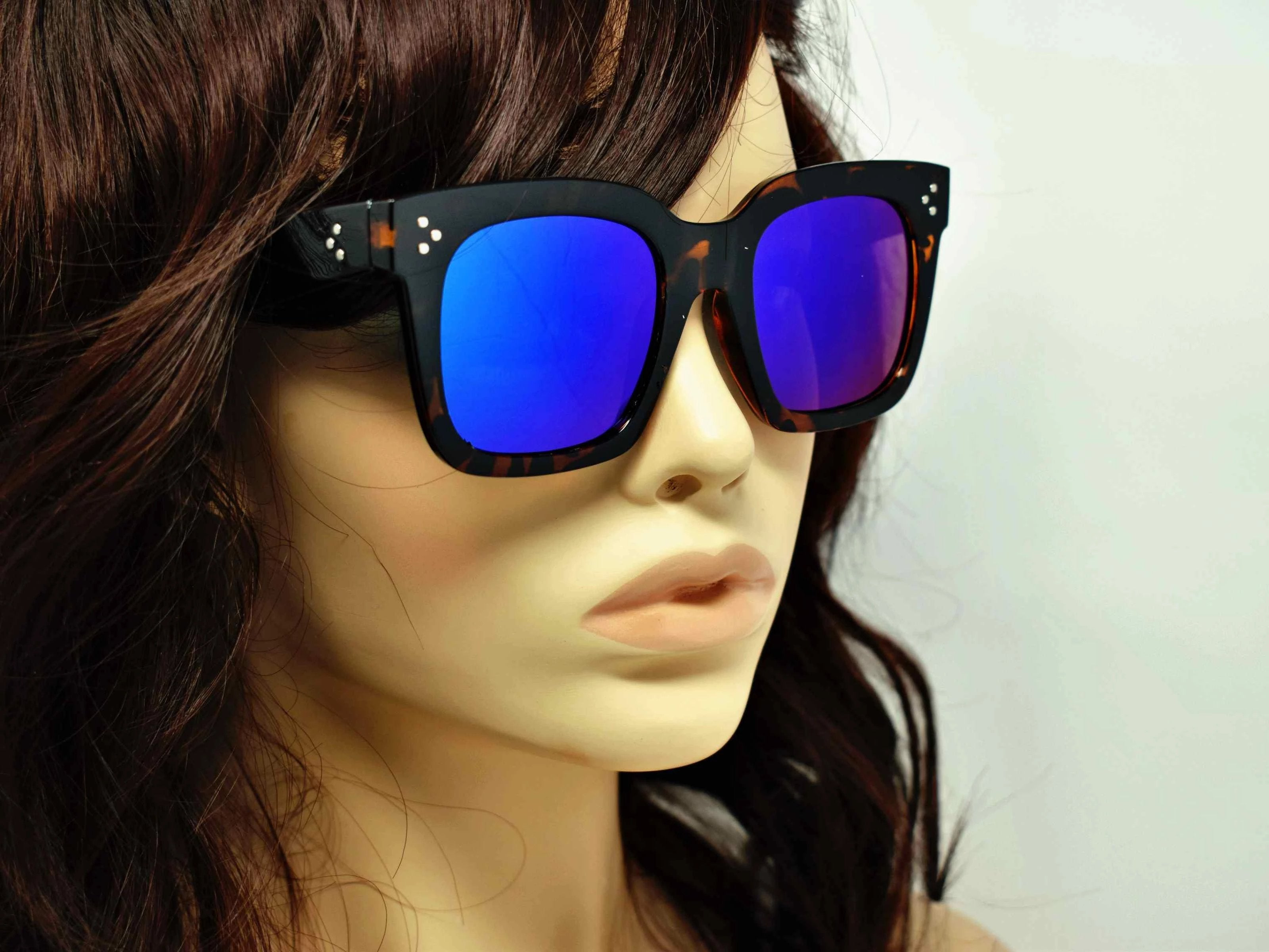 Cool and Classic you can always depend on our Amaranth Leopard framed sunglasses with a blue mirrored lens in a wayfarer shape.