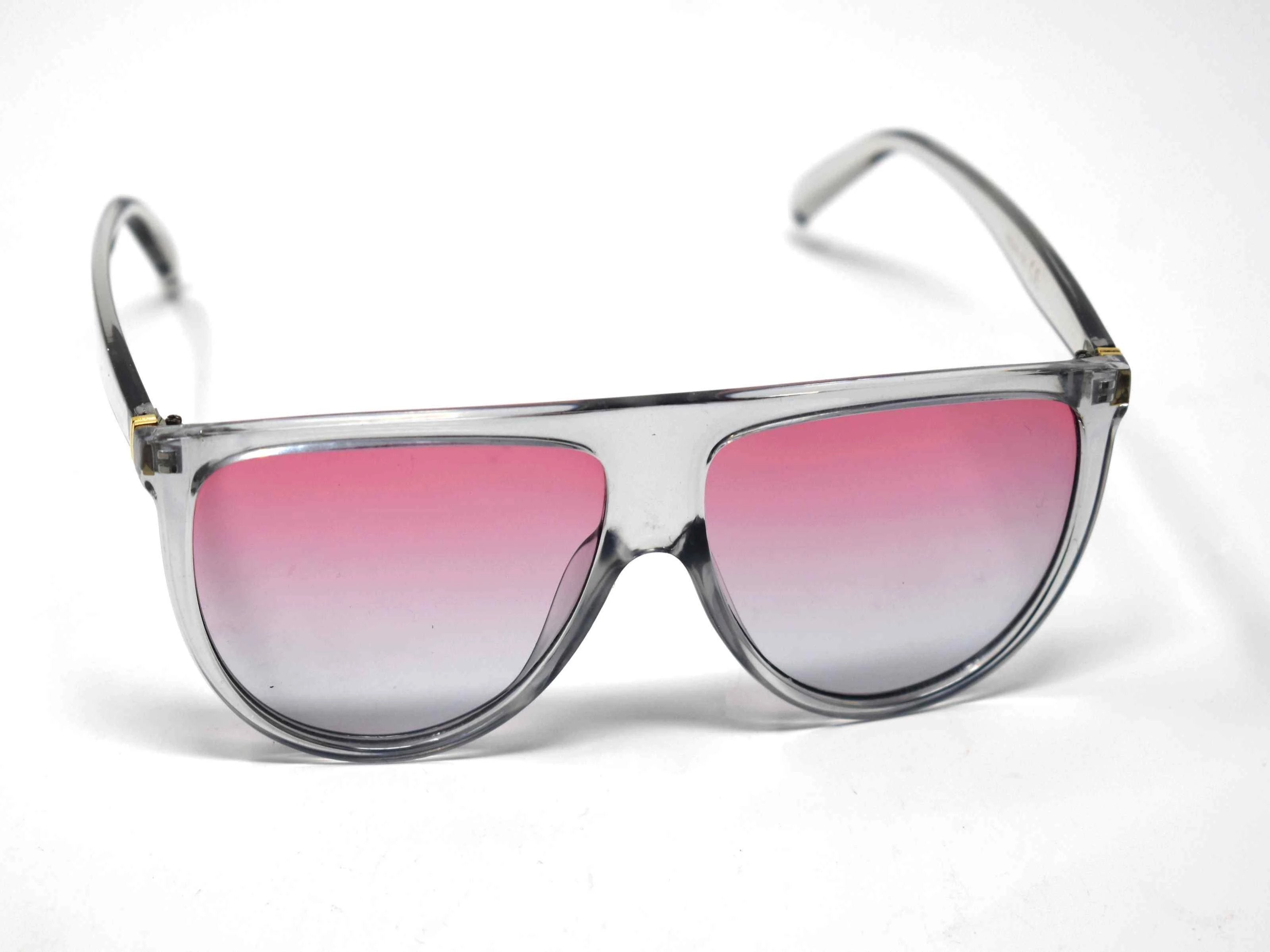 Include our sleek Begonia Grey wayfarer sunglasses with pink grey ombre lens into your daily wardrobe.