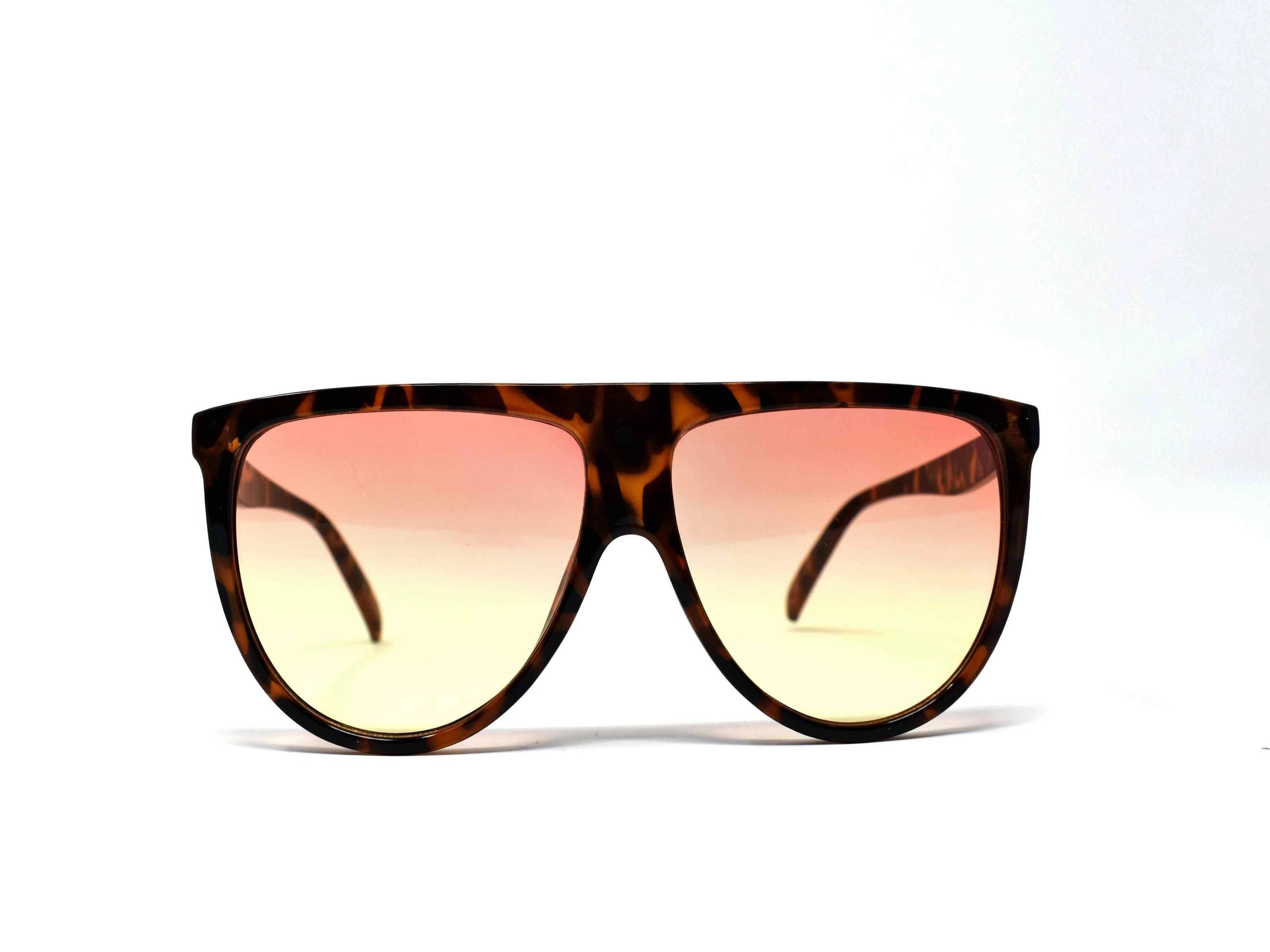 Include our sleek Begonia leopard wayfarer sunglasses with orange yellow ombre lens into your daily wardrobe.