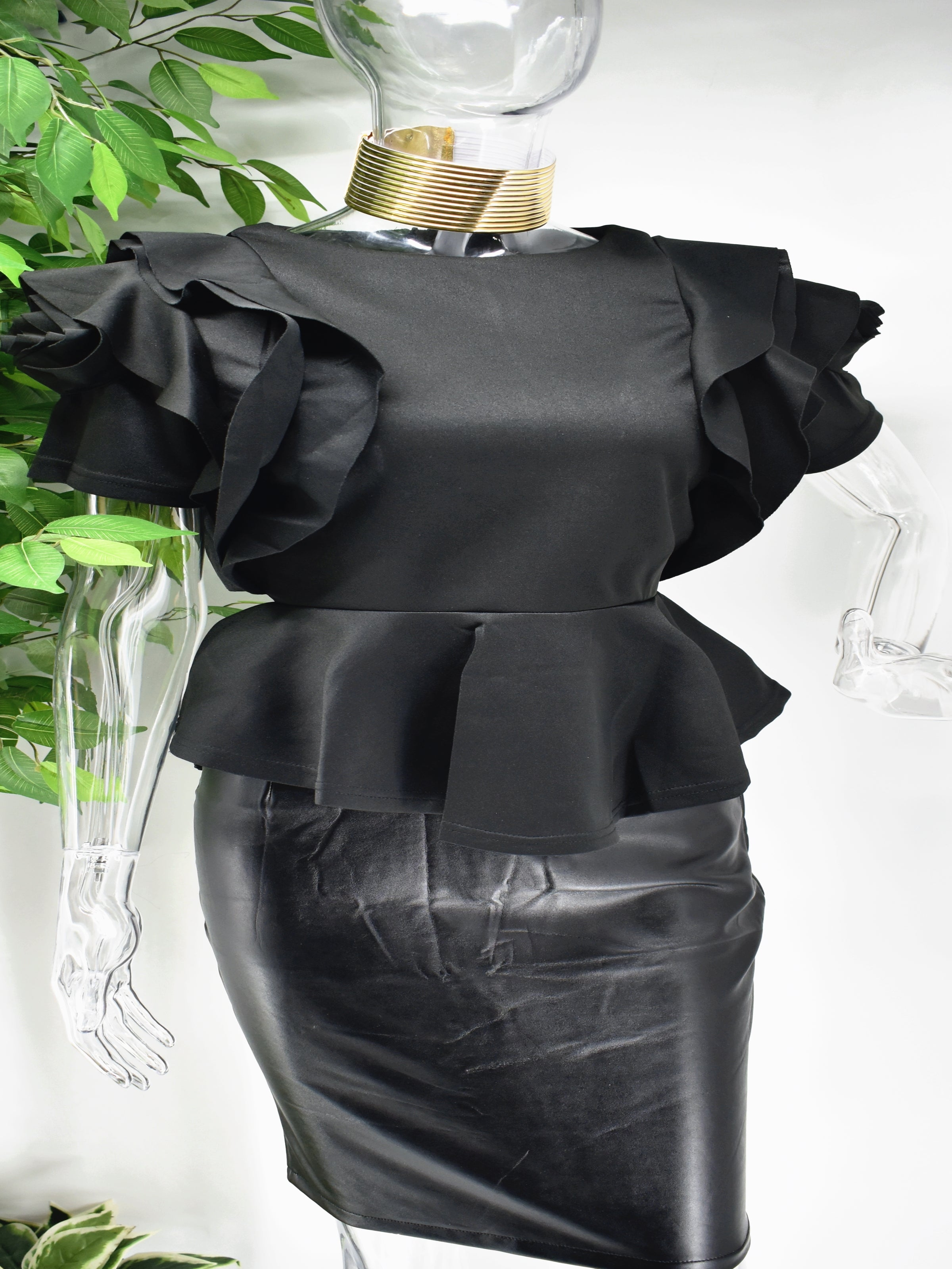 Both classy and fabulous is what they will say when you strut through in our Belladonna black peplum top. Beautifully crafted our belladonna has an intriguing rose design on its sleeve and a  peplum waistline.