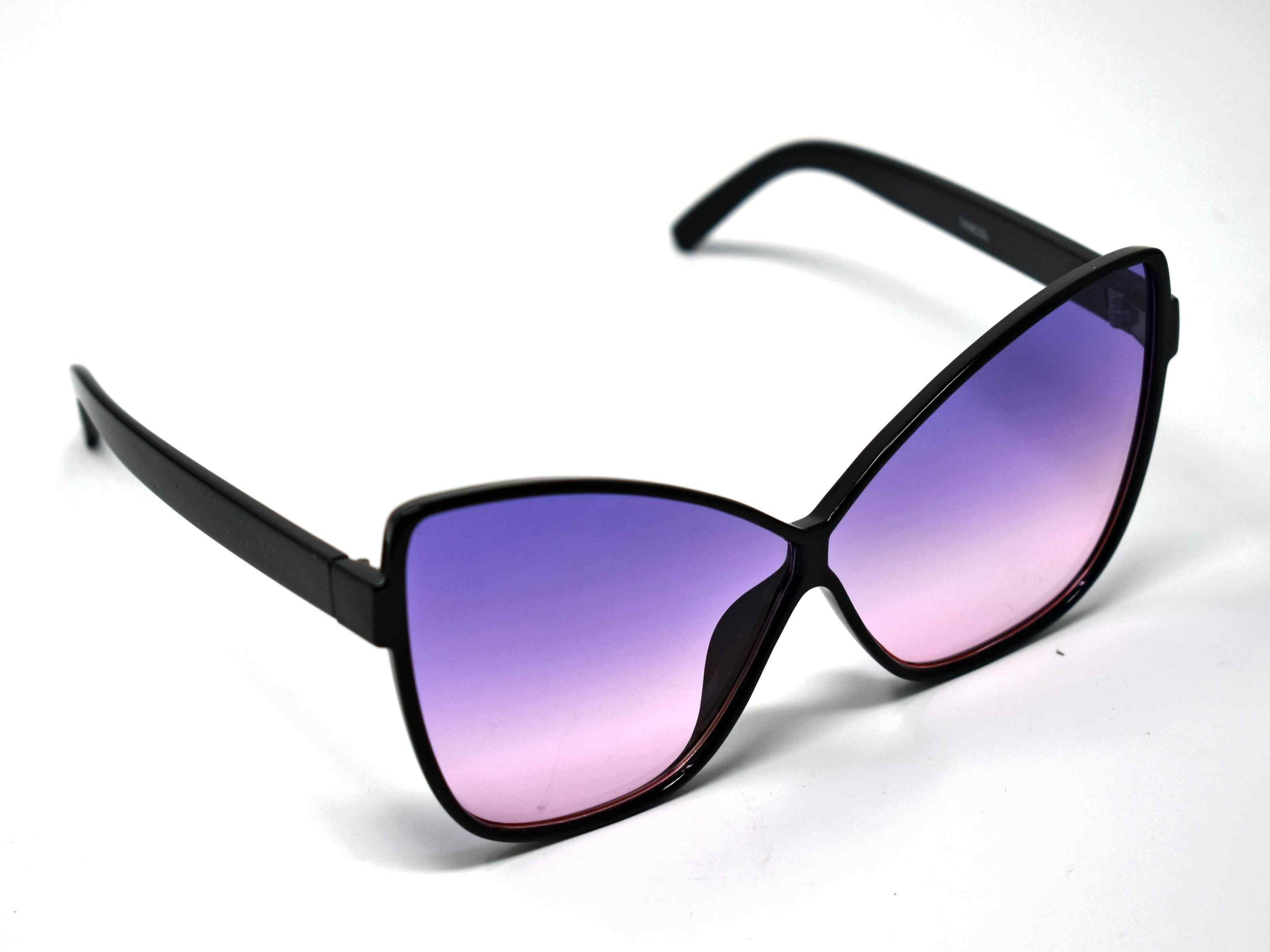Our dahlia black cat eye frame with a purple to pink ombre lens should be considered a no brainer when adding a touch of eye catching style.