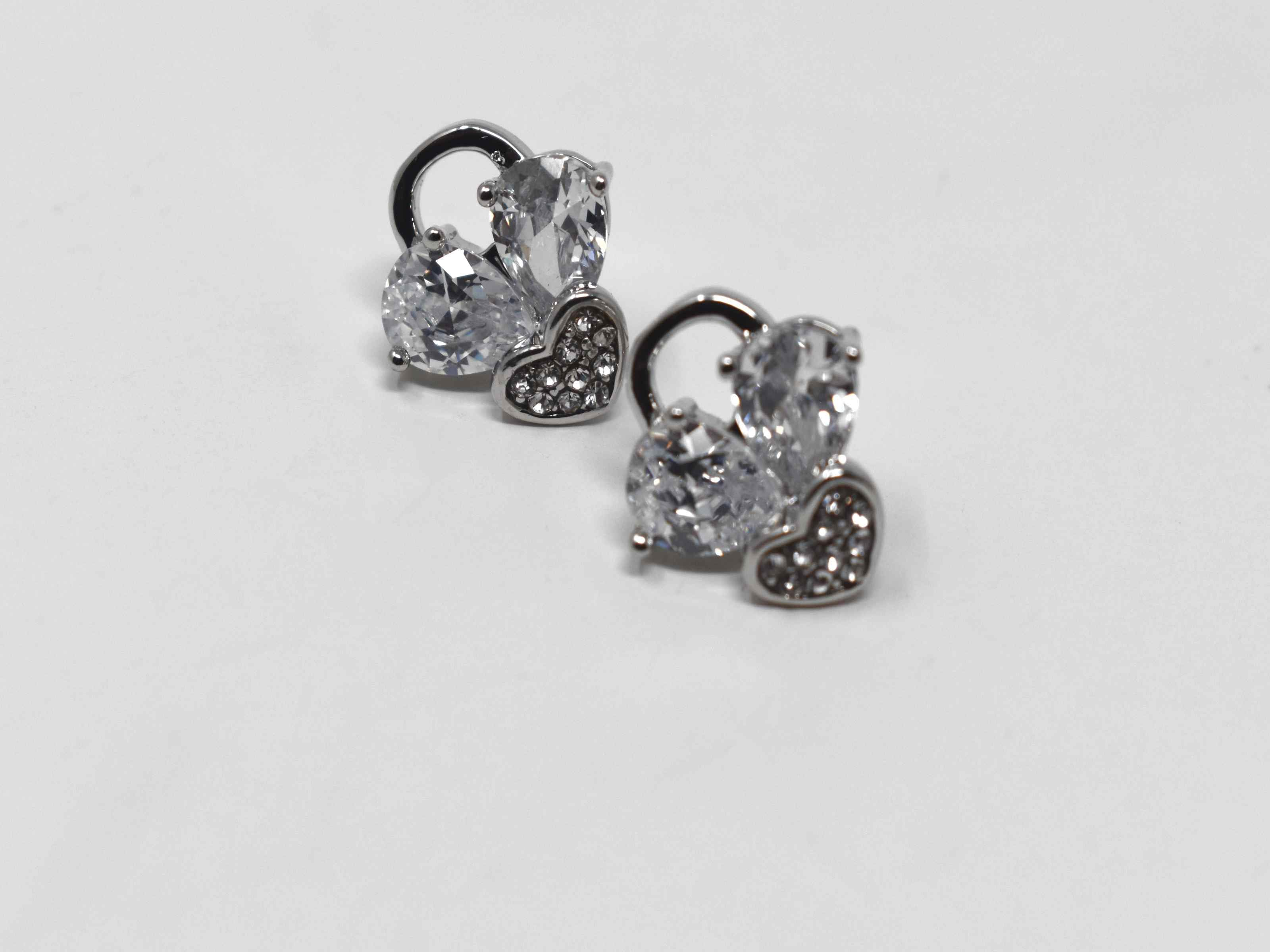 Nothing but love for our Day lilly earrings. These heart shaped knob earrings are a silver tone which are a 1/2 inch in length. They are a push back clasp.