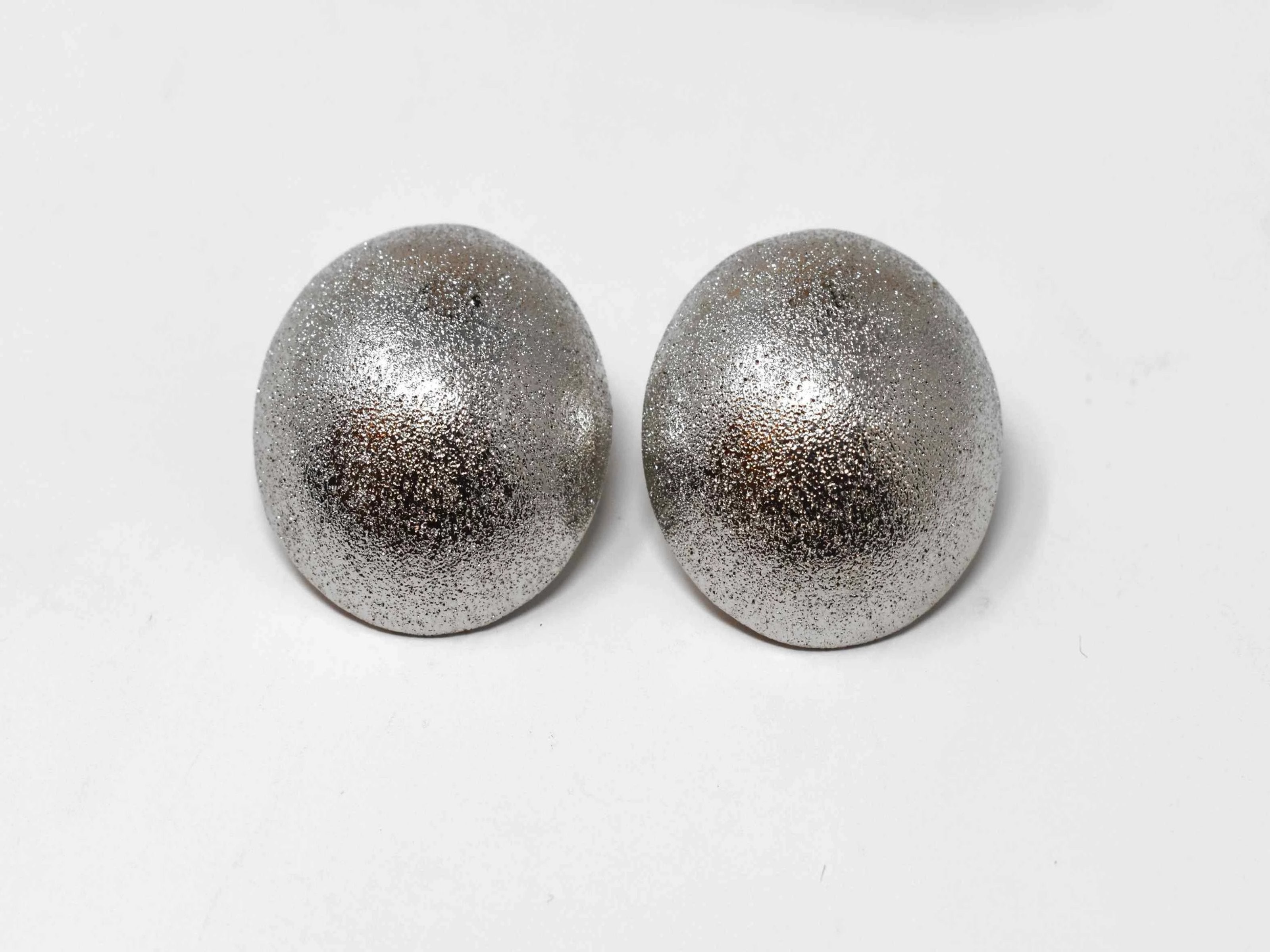 Brilliantly versatile are the words you would use to describe our Heather knob earrings. These matte stardust earrings are medium sized knob earrings with a pushback design.