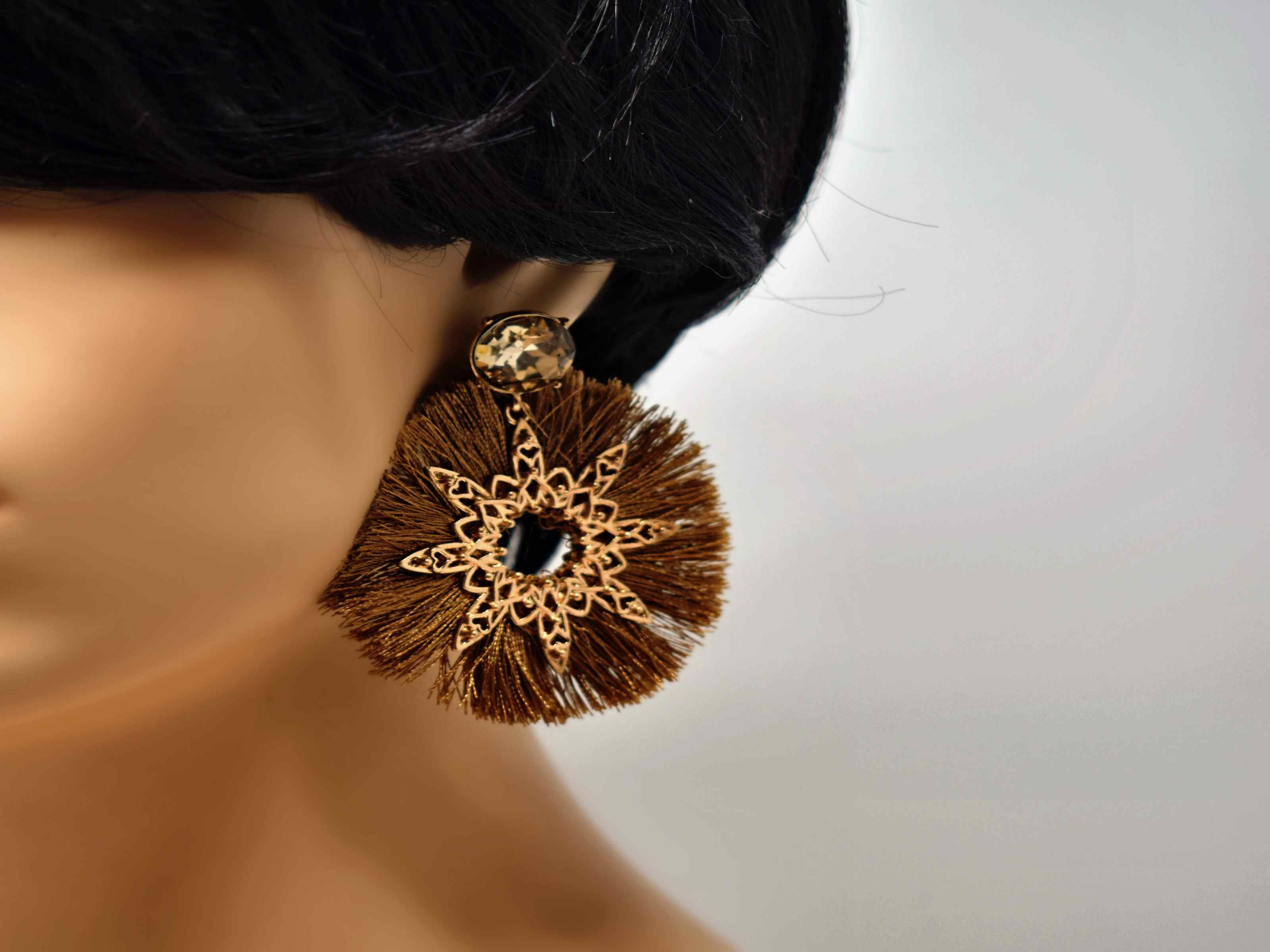 On the prowl with these perfect lioness statement earrings. These gold and light brown earrings with a light brown center stone are 2 1/2 inches in length with a push back clasp.