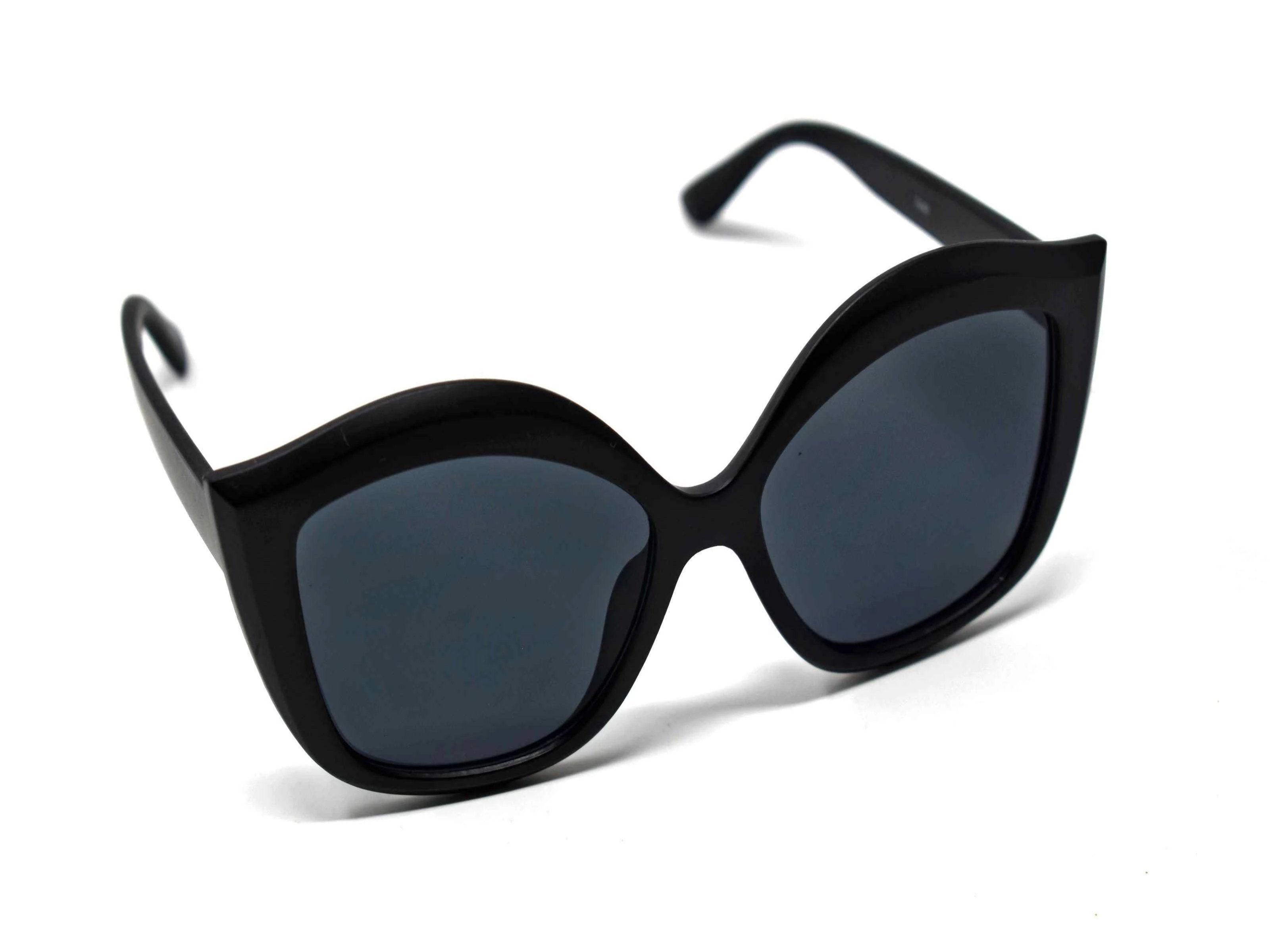 Retro glam has come again with our Petal matte black cat eye frame sunglasses with a black lens.
