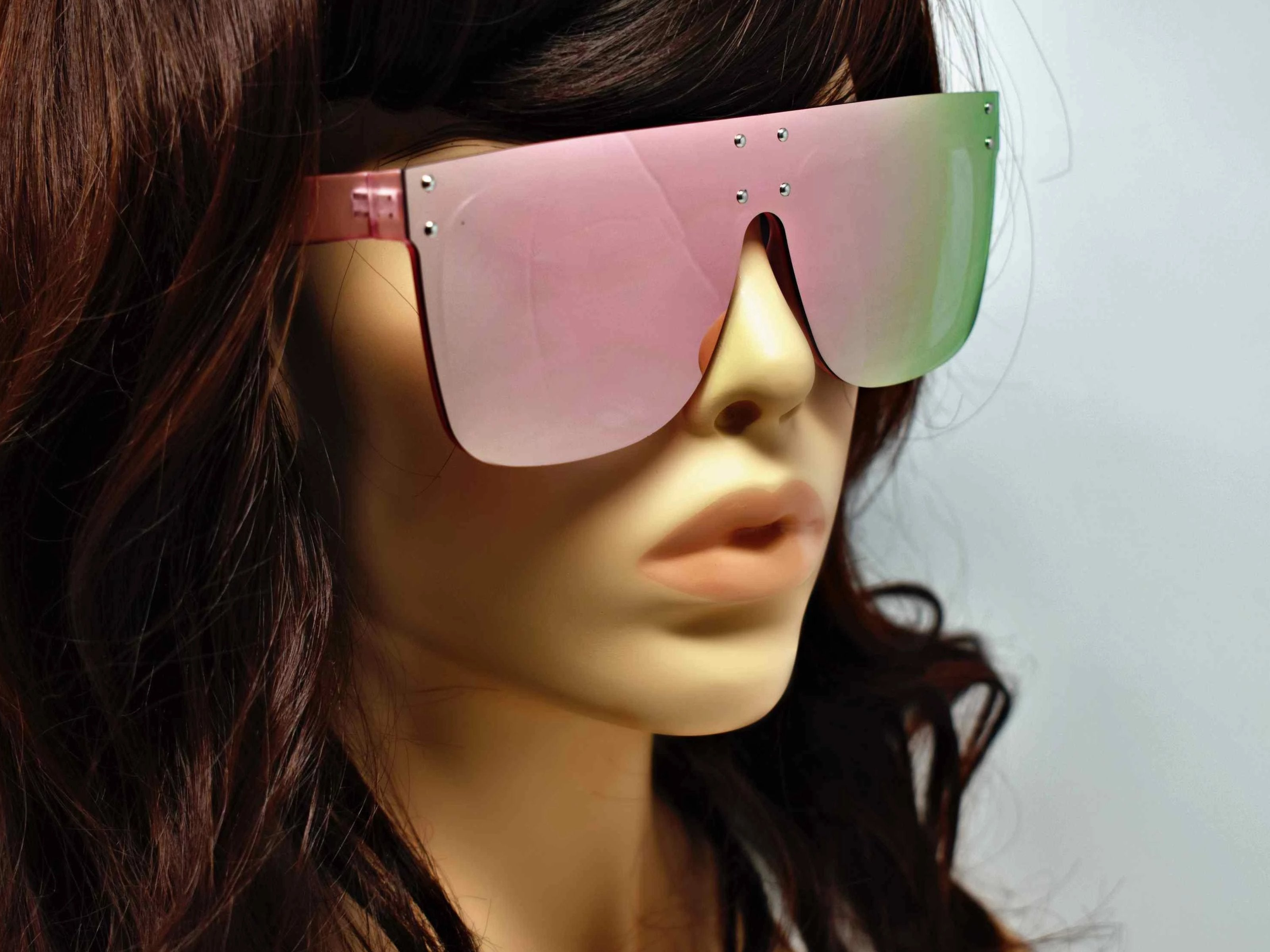 Fashion forward and edgy is what you call our shield shaped Rosa pink framed two toned pink mirrored Sunglasses.