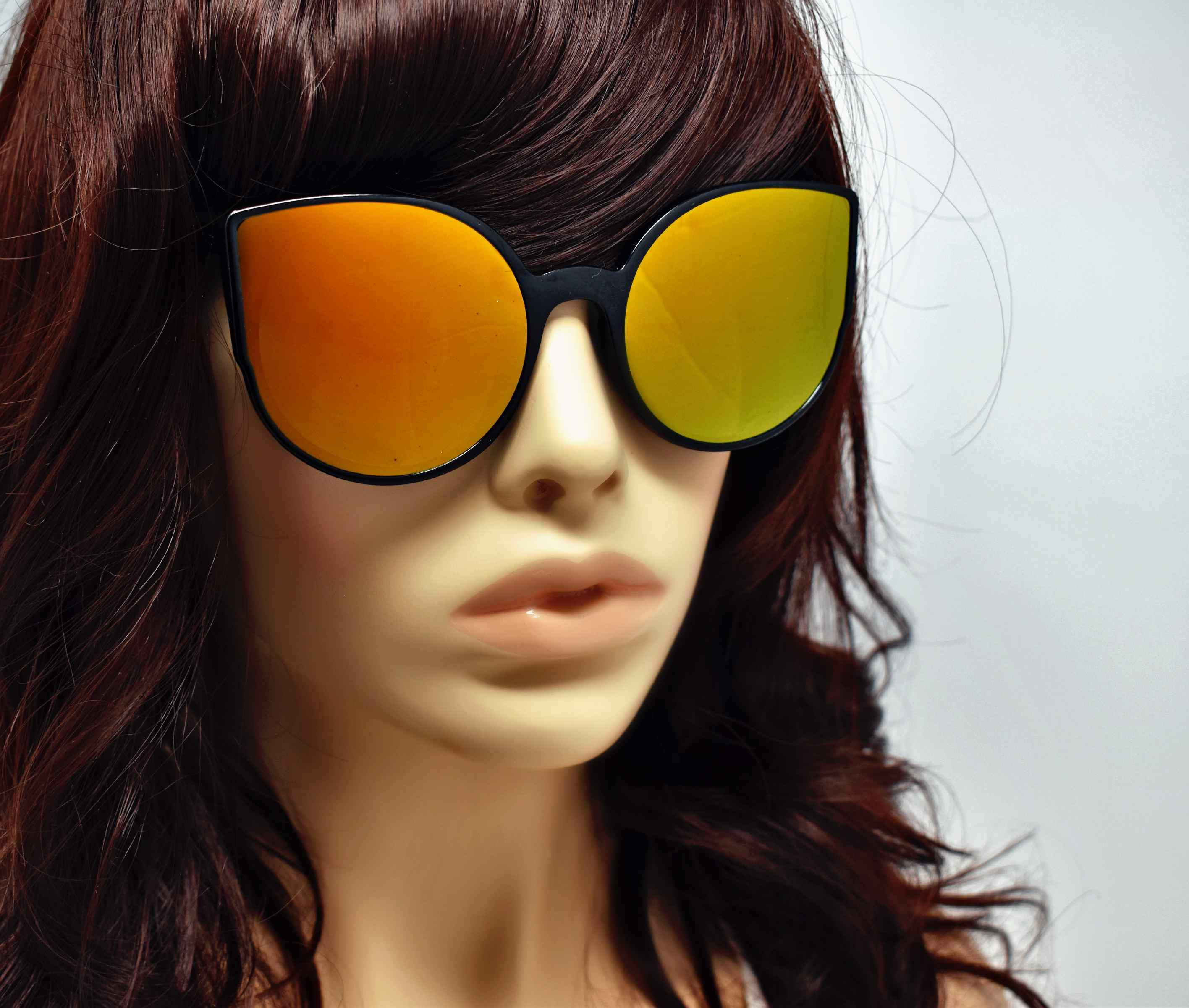 Say hello to our stylish Tansy black framed sunglasses with golden green mirrored lens and a cat eye shape.