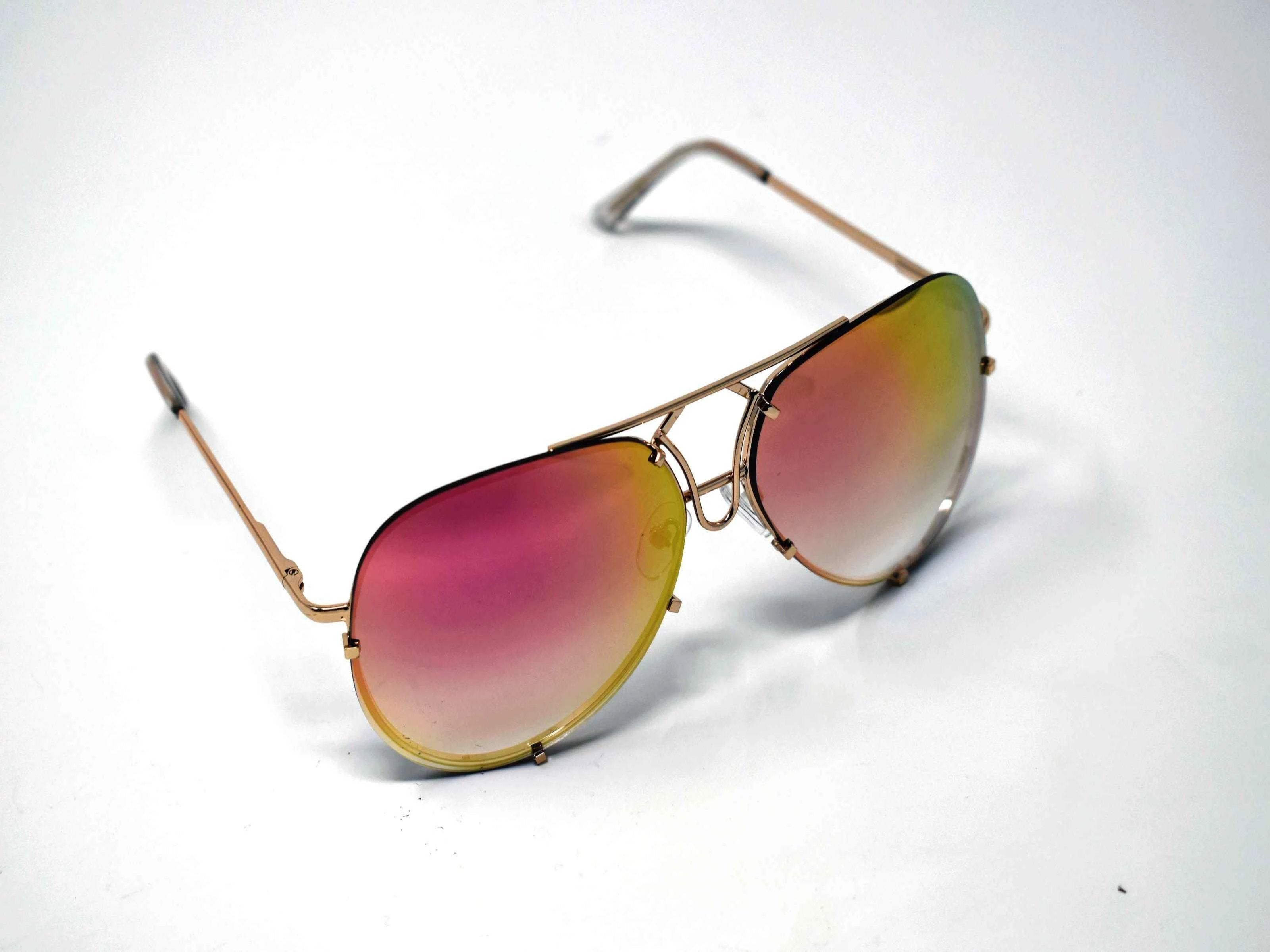 Don't get caught without these yarrow gold frame pink mirrored lens aviator sunglasses.