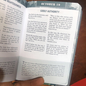POCKET BIBLE DEVOTIONAL FOR GUYS