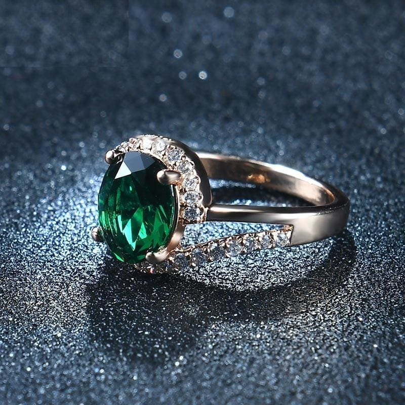 Oval Shaped Quartz Gem Ring - 6 / Green