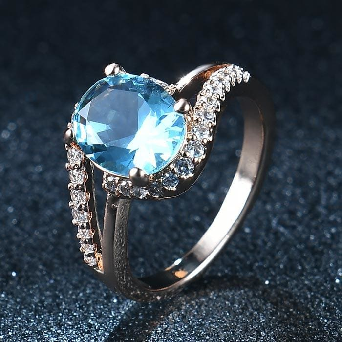 Oval Shaped Quartz Gem Ring - 6 / Light Blue