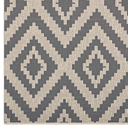 Jagged Geometric Diamond Trellis 8x10 Indoor and Outdoor Area Rug (Gray and Beige)