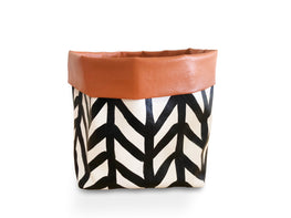 McKenzie House - hand-painted pot (medium)