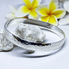 silver hammered bangle desiderate